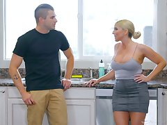 Jaw be destroyed milf Christie Stevens gives a nuru massage and gets laid