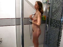 Naked inexpert slut taking shower