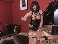 Mistress ass spanks pave slave up ahead fucking him just about eradicate affect strap-on