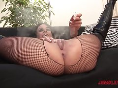 Experienced ladies' gets a chance to fuck amateur old bag Victoria Brown