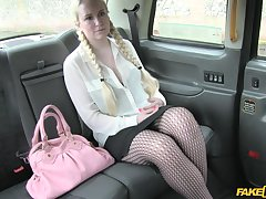 Blonde chick going to the brush boyfriend gets fucked by the taxi driver